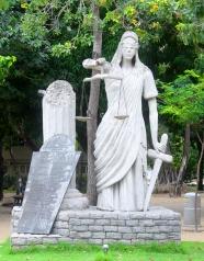 Estátua Direito